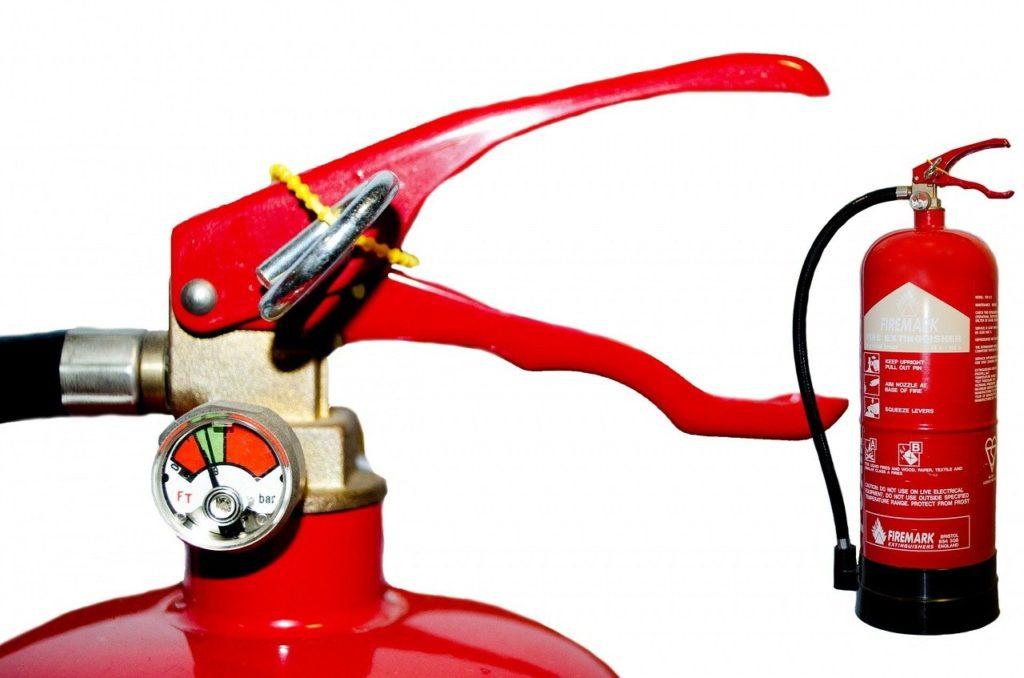 Ein Feuerlöscher gehört in jeden Haushalt
